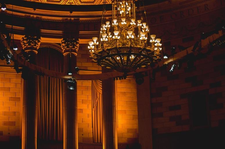chandelier-924906_960_720.jpg